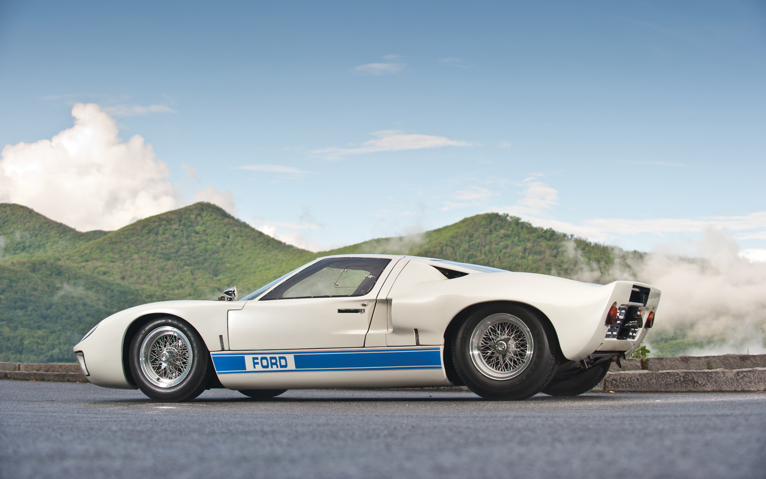 Ford GT40 2012 photo - 6