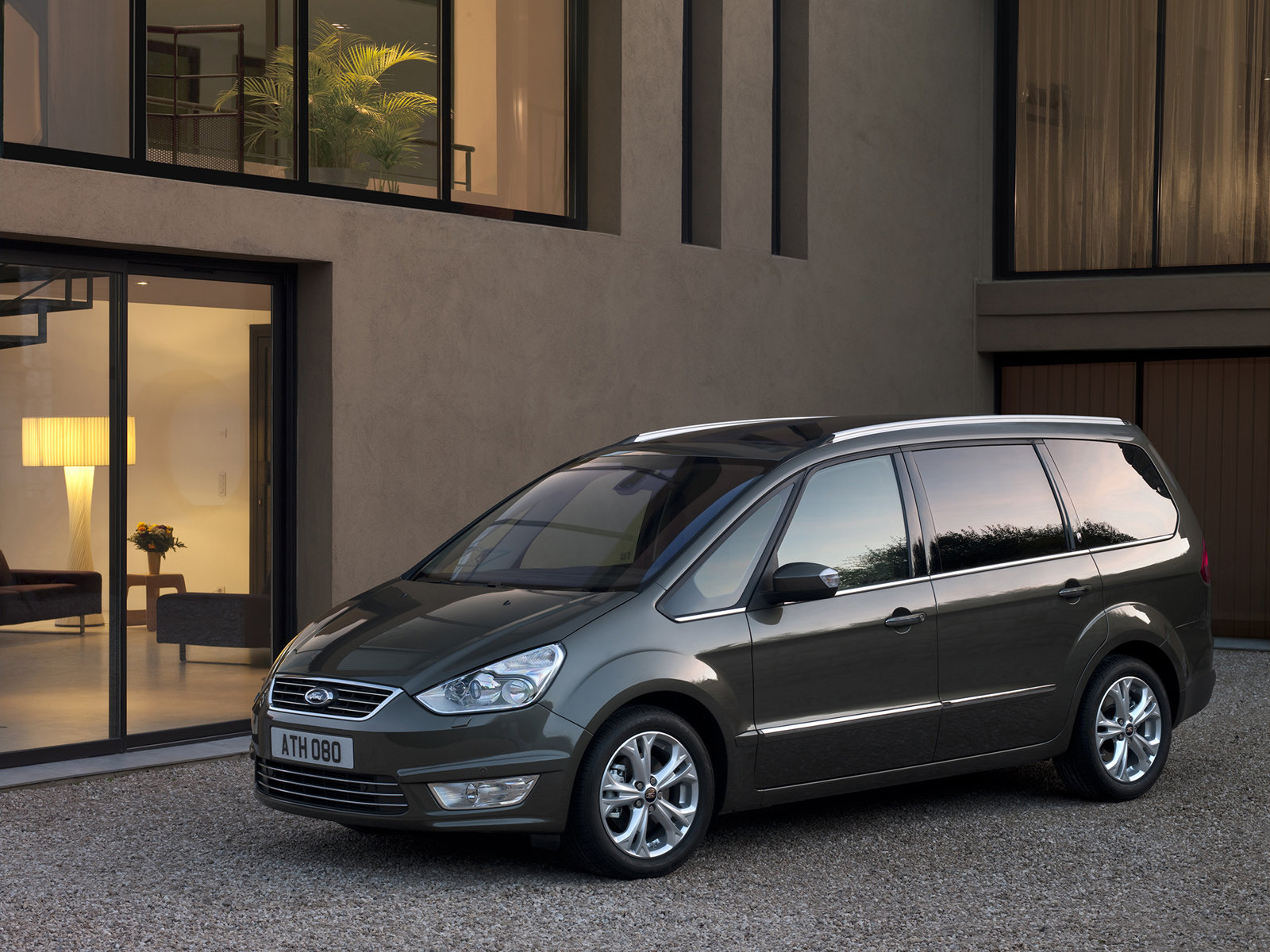 Ford Galaxy 2012 photo - 6