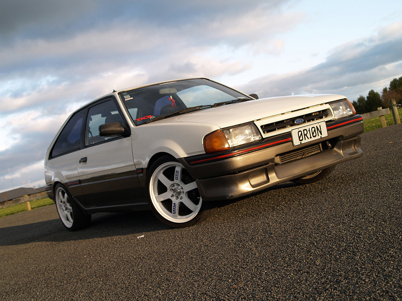 Ford Laser 1986 photo - 1