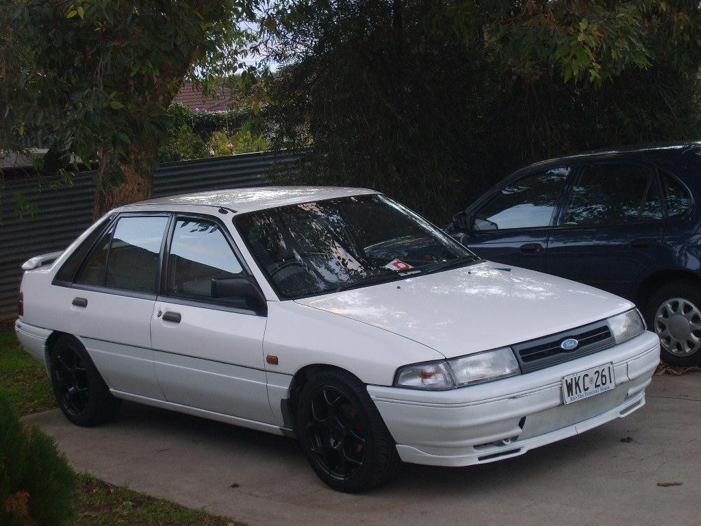 Ford Laser 1988 photo - 2