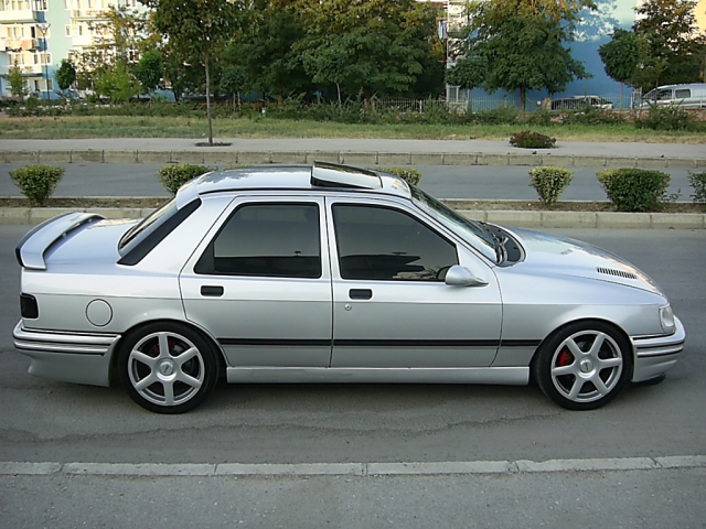 Ford Laser 1989 photo - 8