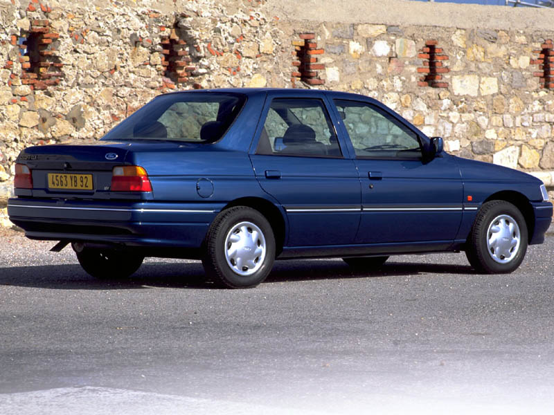 Ford Laser 1994 photo - 4