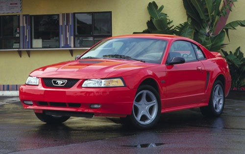 Ford Mustang 2000 photo - 2