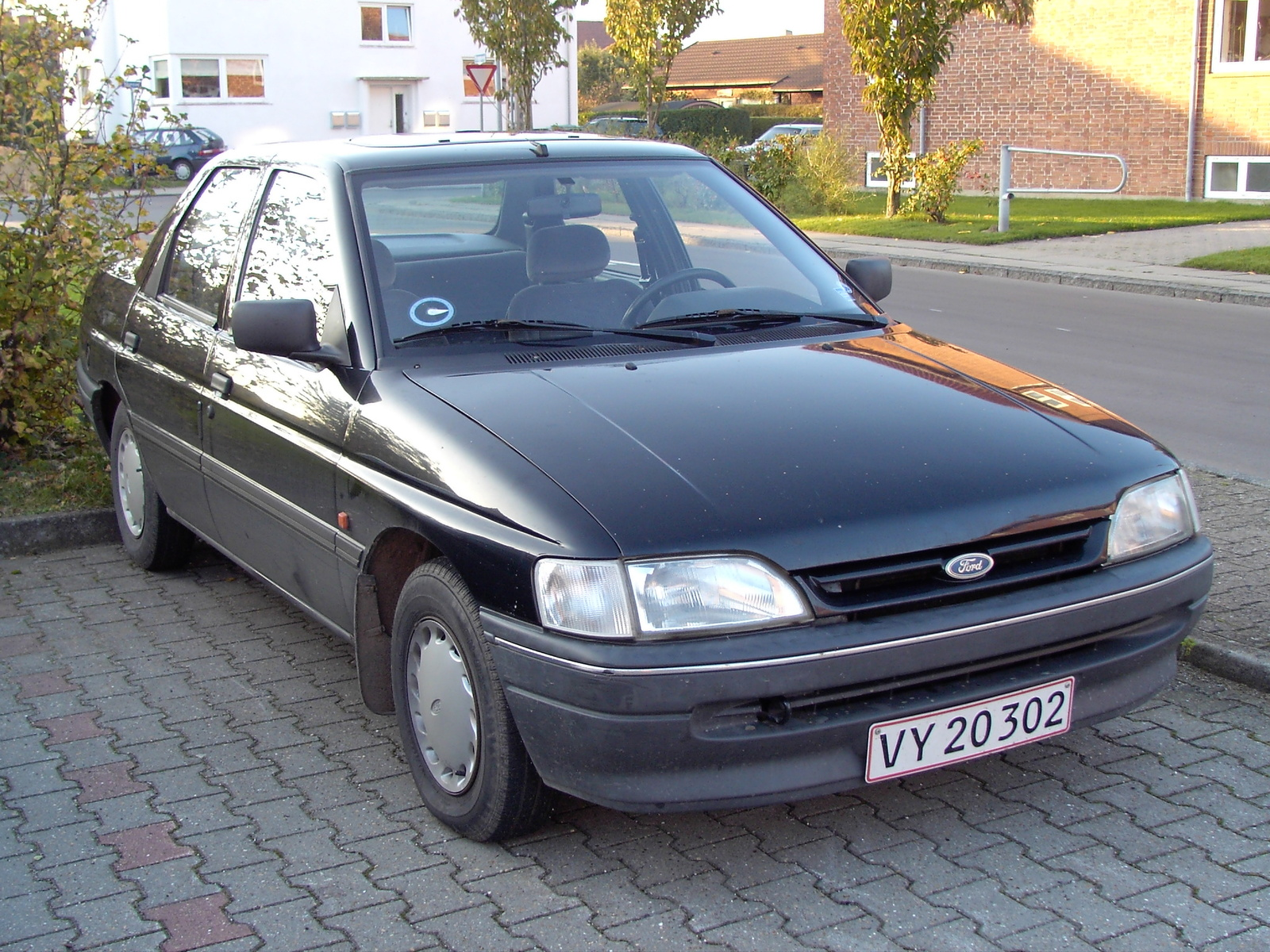 Ford Orion 1990 photo - 9