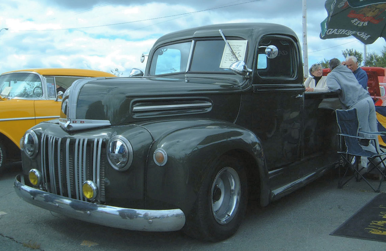 Ford Pickup 1945 photo - 7