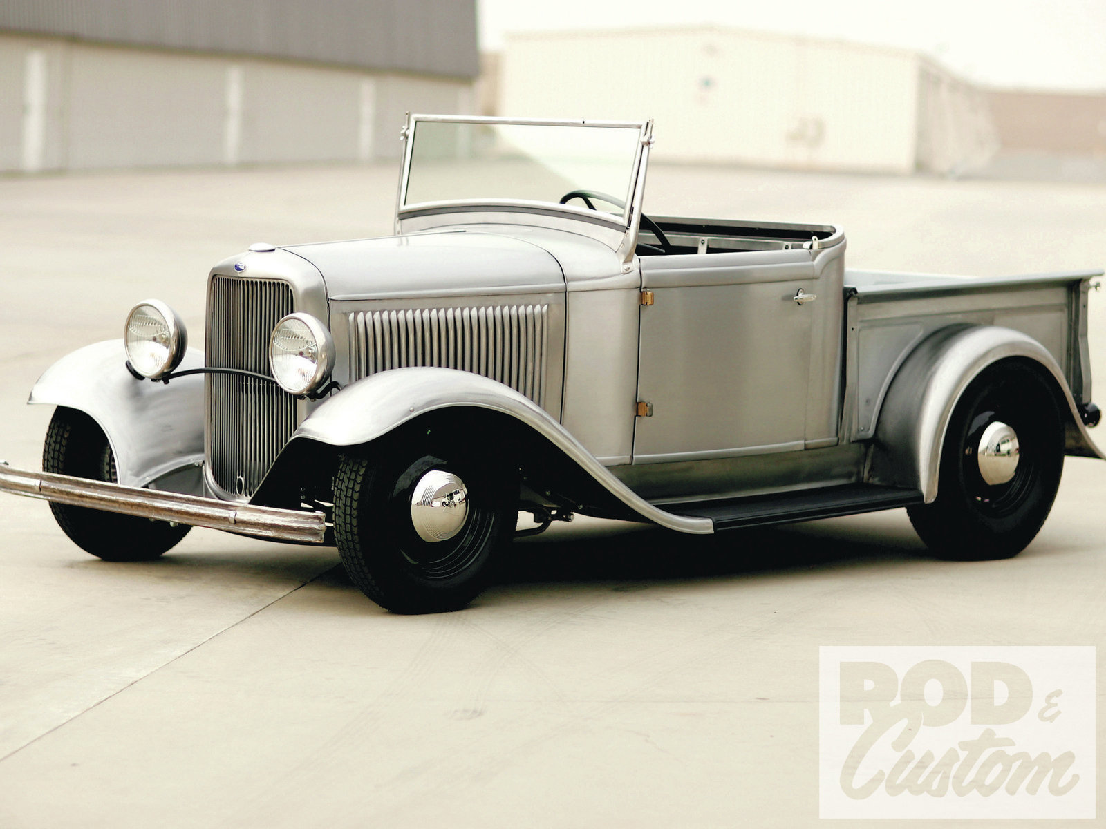 Ford Roadster 1932 photo - 3