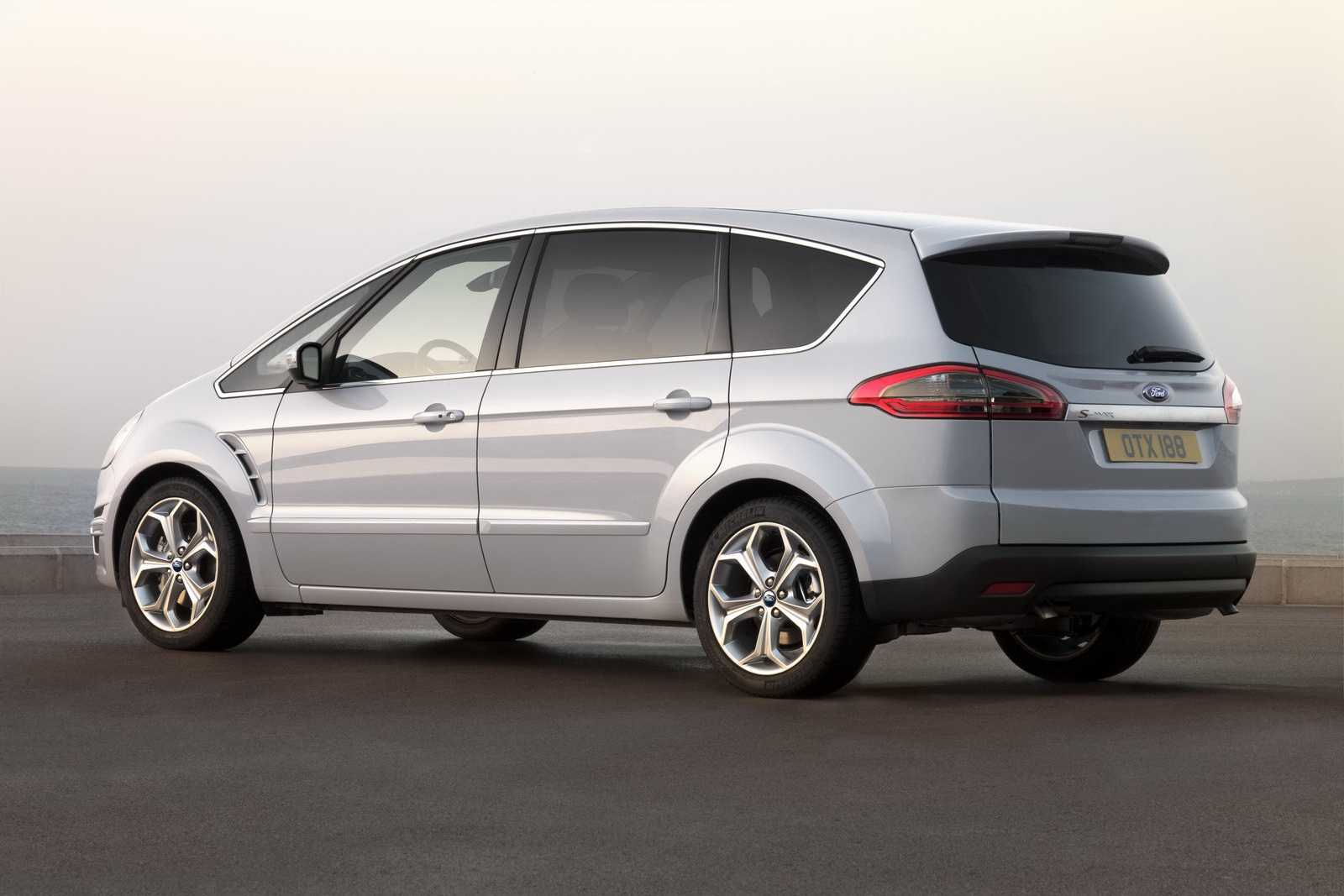 Ford S-max 2010 photo - 10