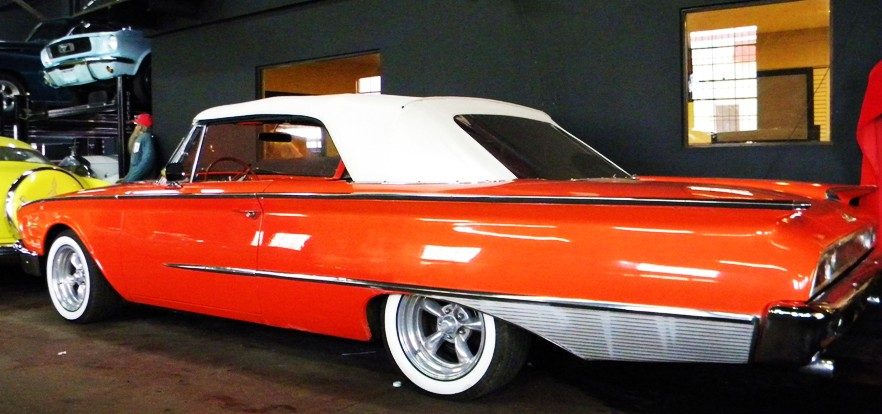 Ford Sunliner 1960 photo - 9