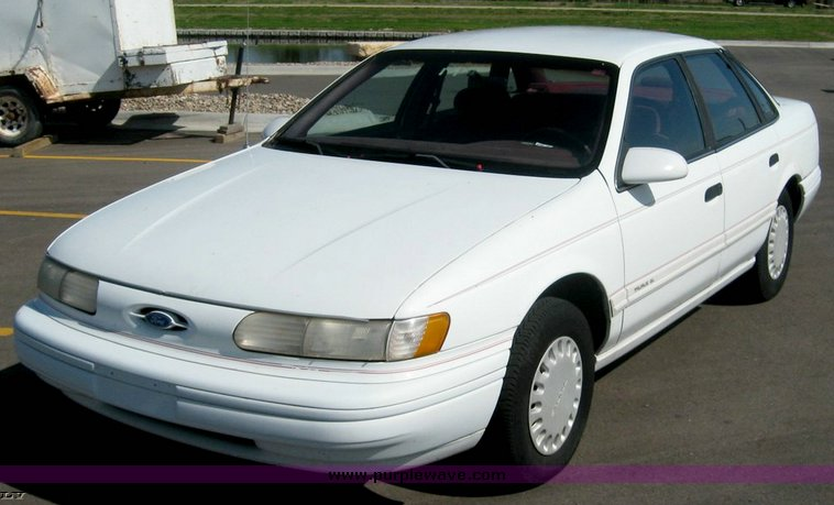 Ford Taurus 1993 photo - 4