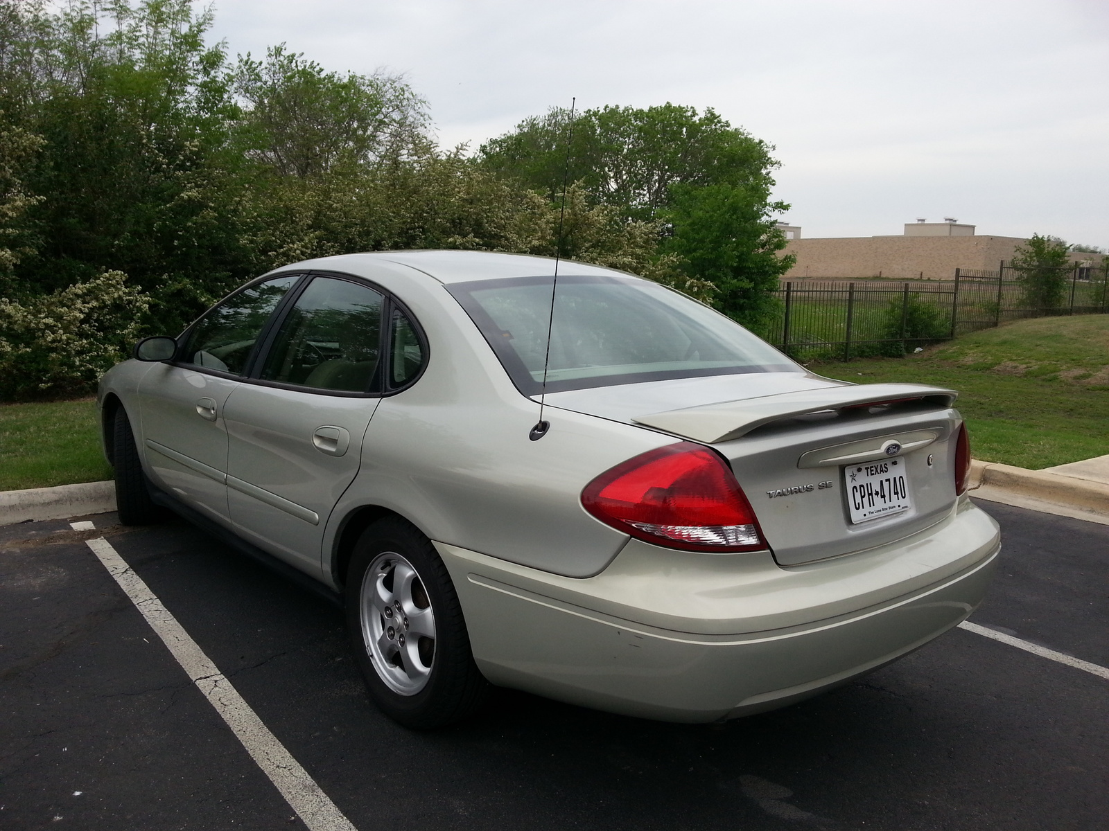 Ford Taurus 2006 photo - 9