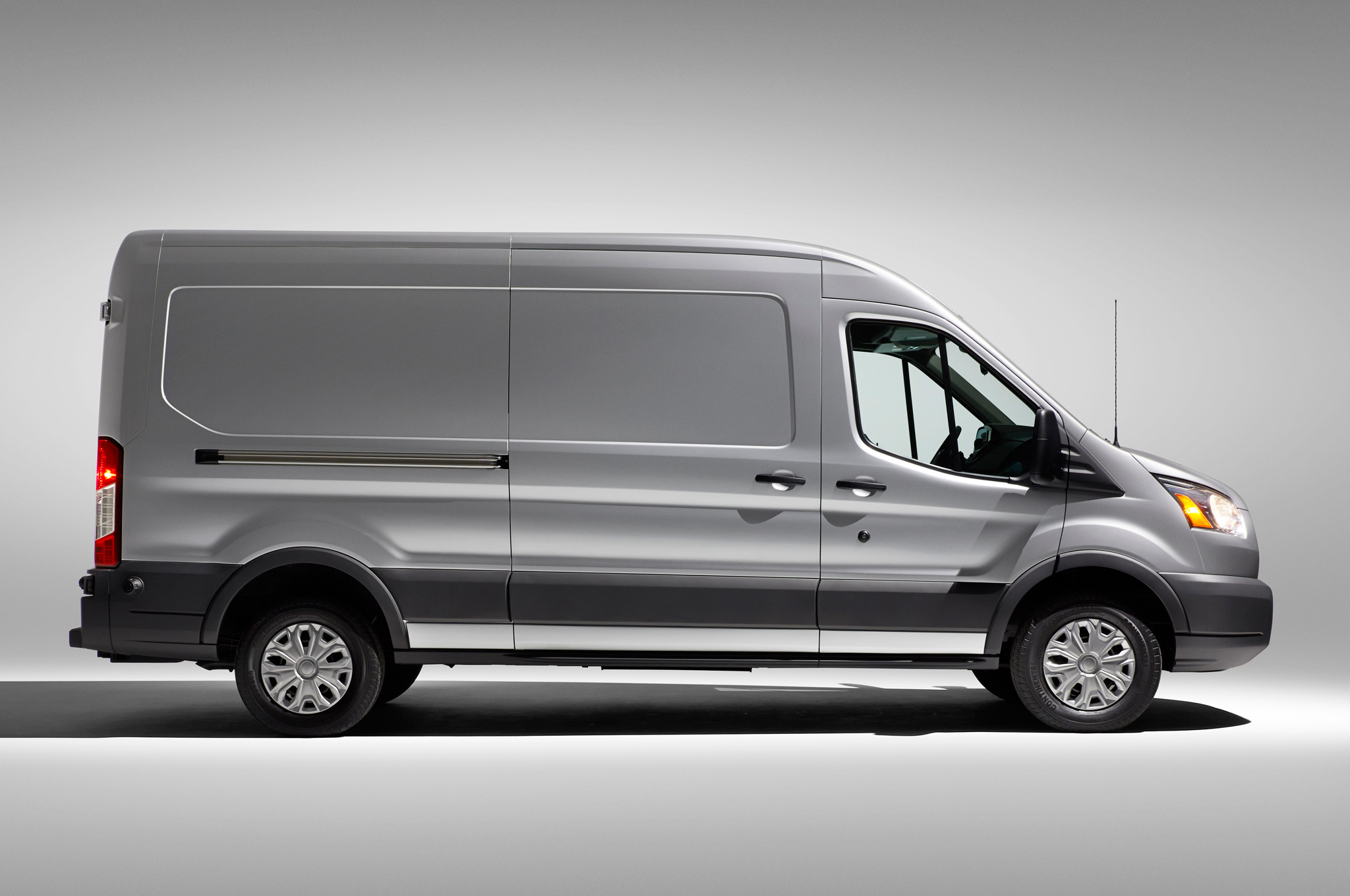 Ford Transit 2015 photo - 9
