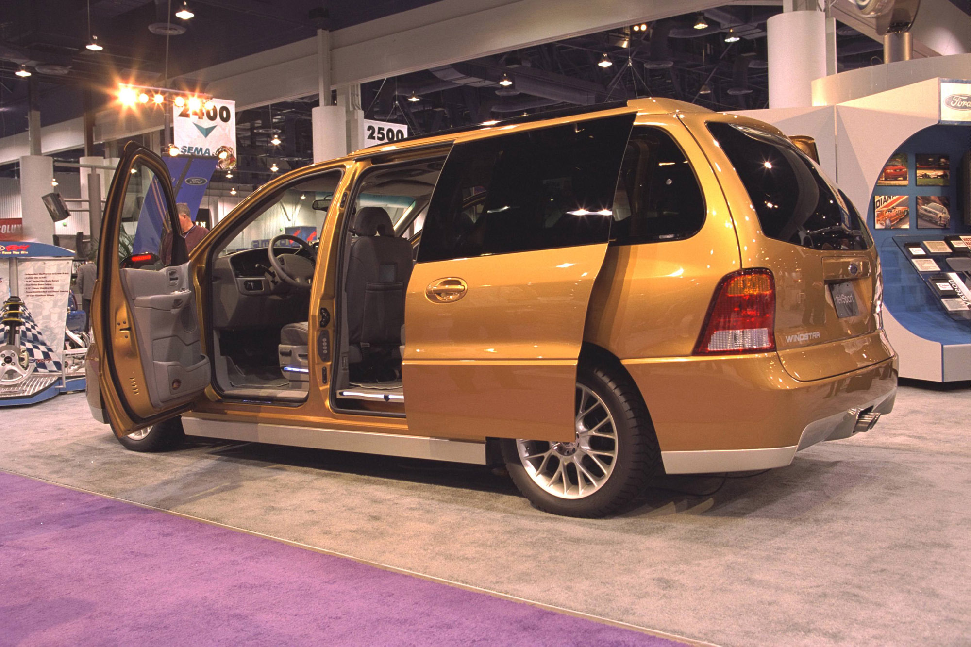 Ford Windstar 2015 photo - 1
