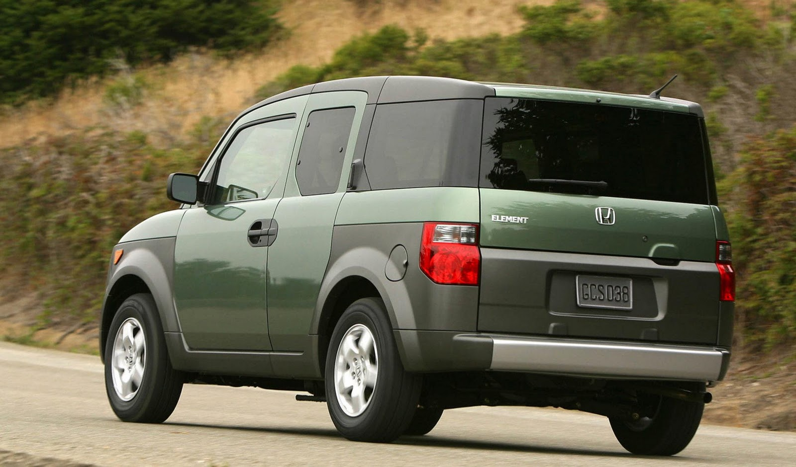 Honda Element 2003 photo - 2