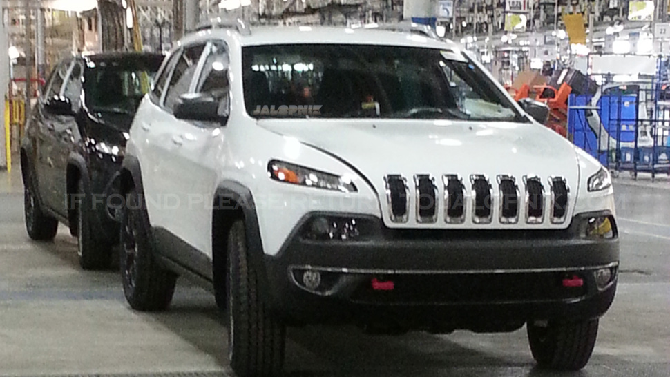 Jeep Cherokee 2004 photo - 2