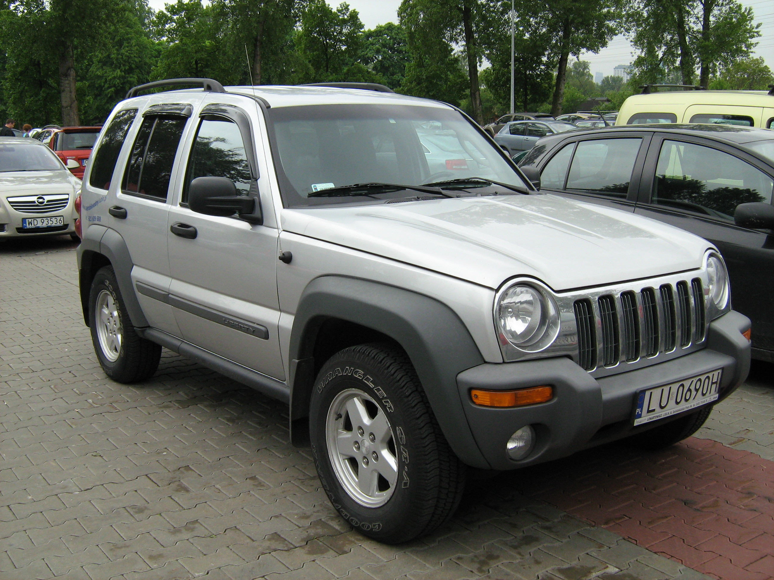 Jeep Liberty 2004 photo - 2