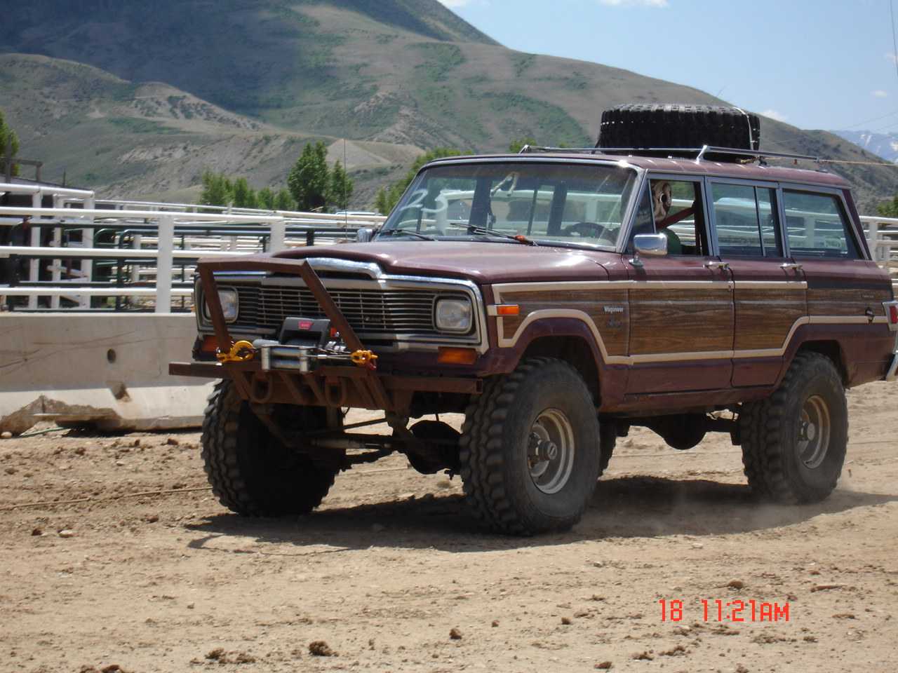 Jeep Wagoneer 1981 photo - 3