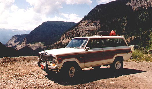 Jeep Wagoneer 1982 photo - 2