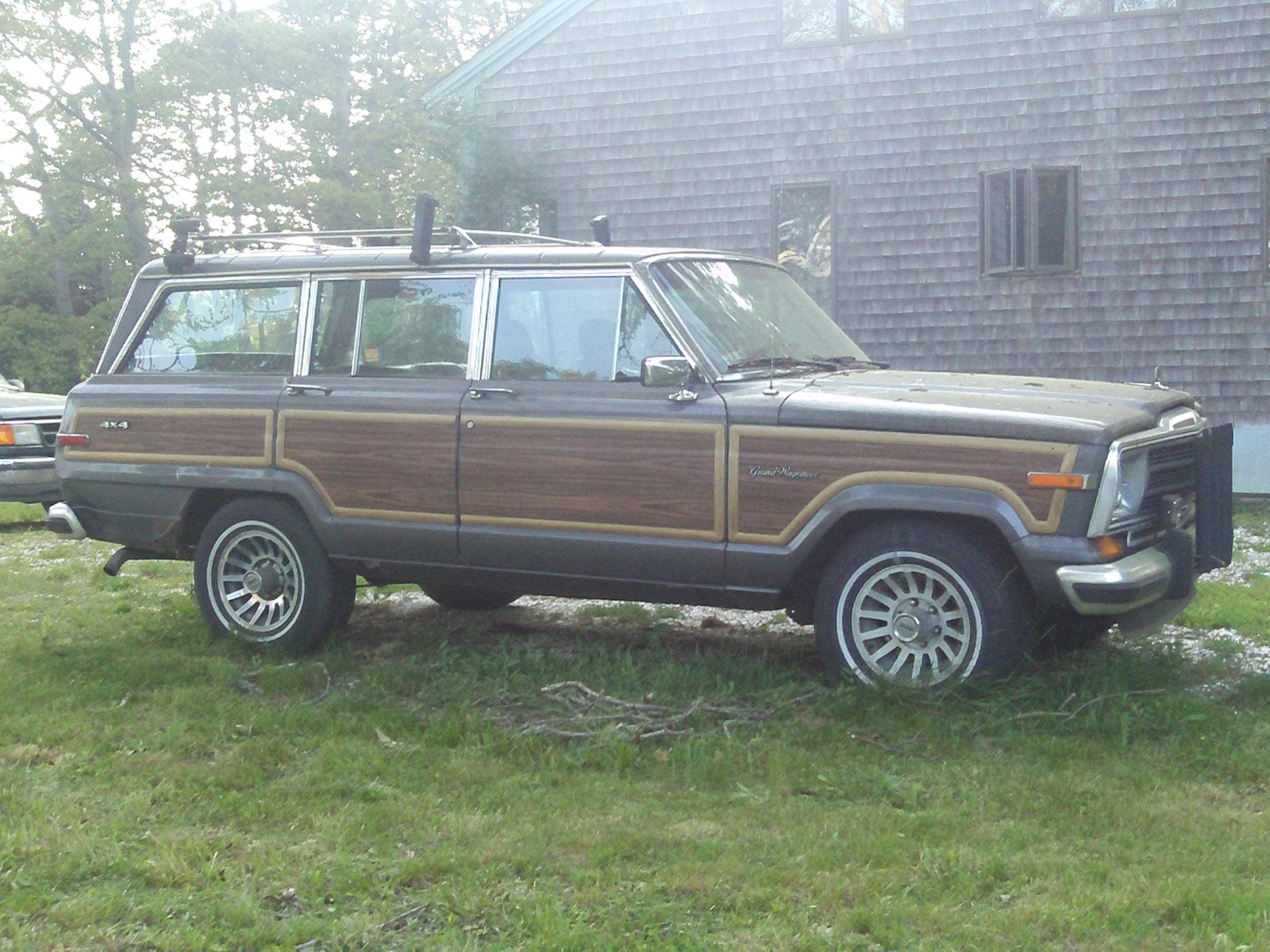 Jeep Wagoneer 1984 photo - 1