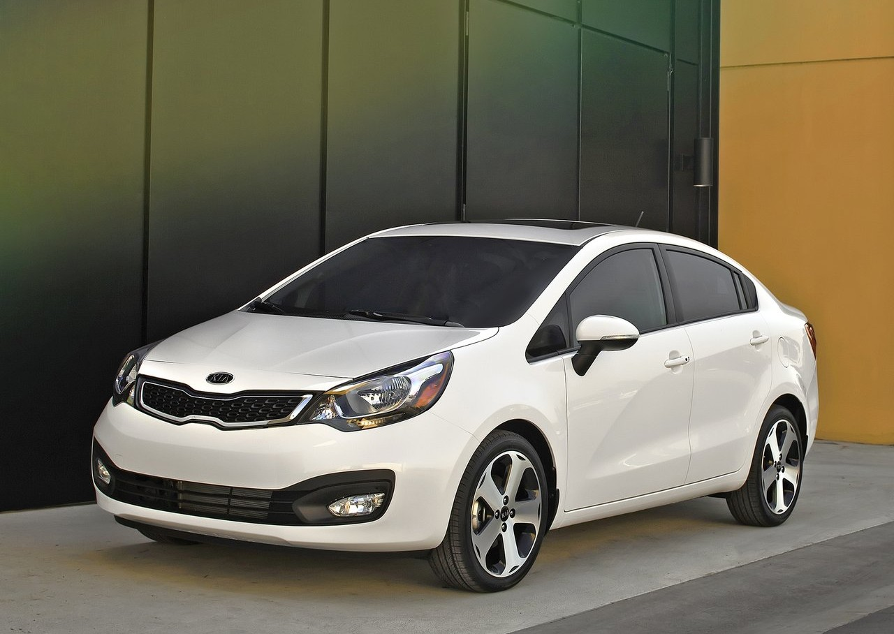 Kia Borrego 2013 photo - 3