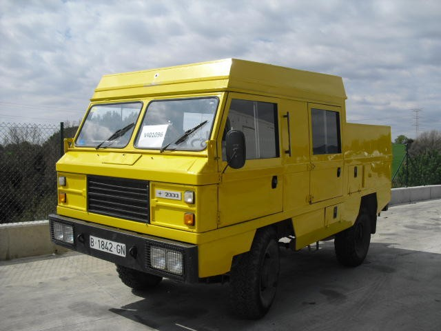 Land Rover Santana 2000 photo - 1