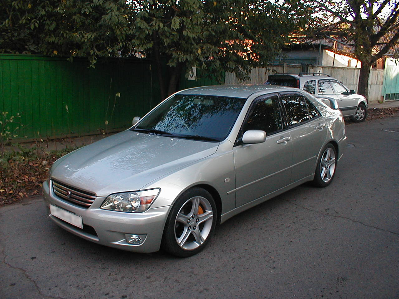 Lexus IS 200 2001 photo - 1