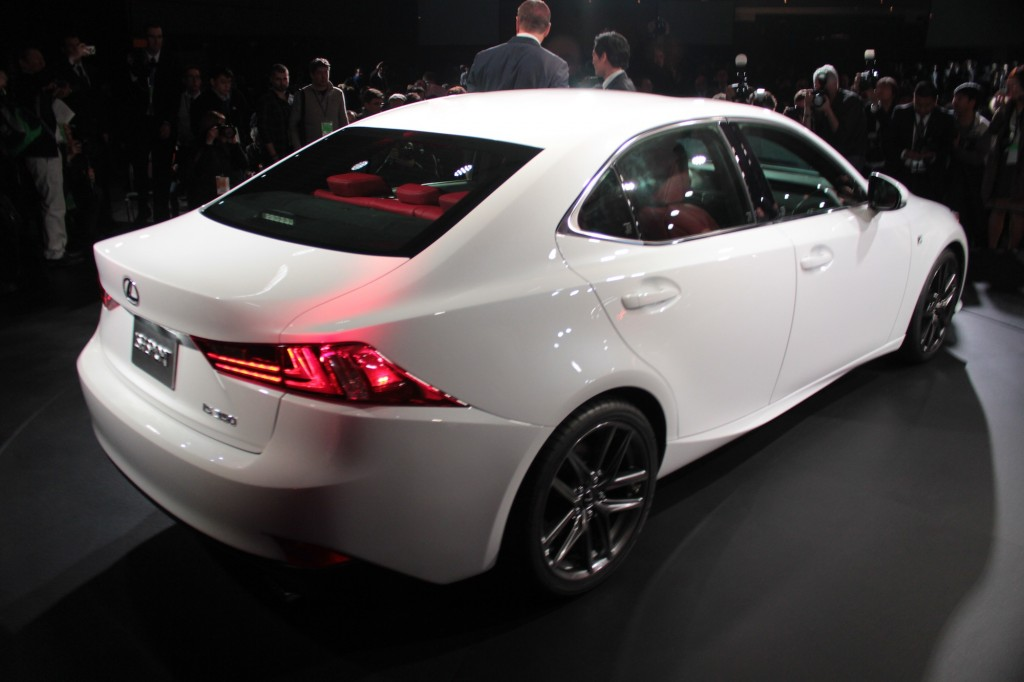 Lexus IS 200 2014 photo - 3
