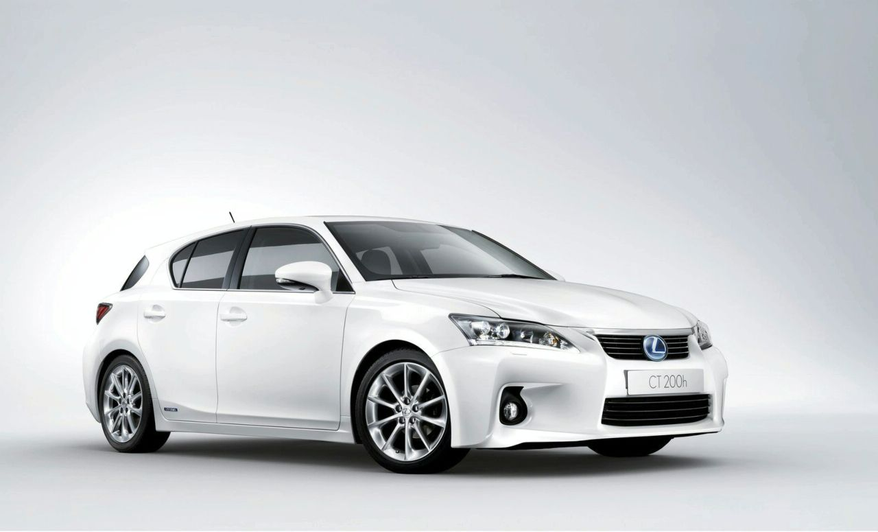 Lexus is 300 2010 photo - 2