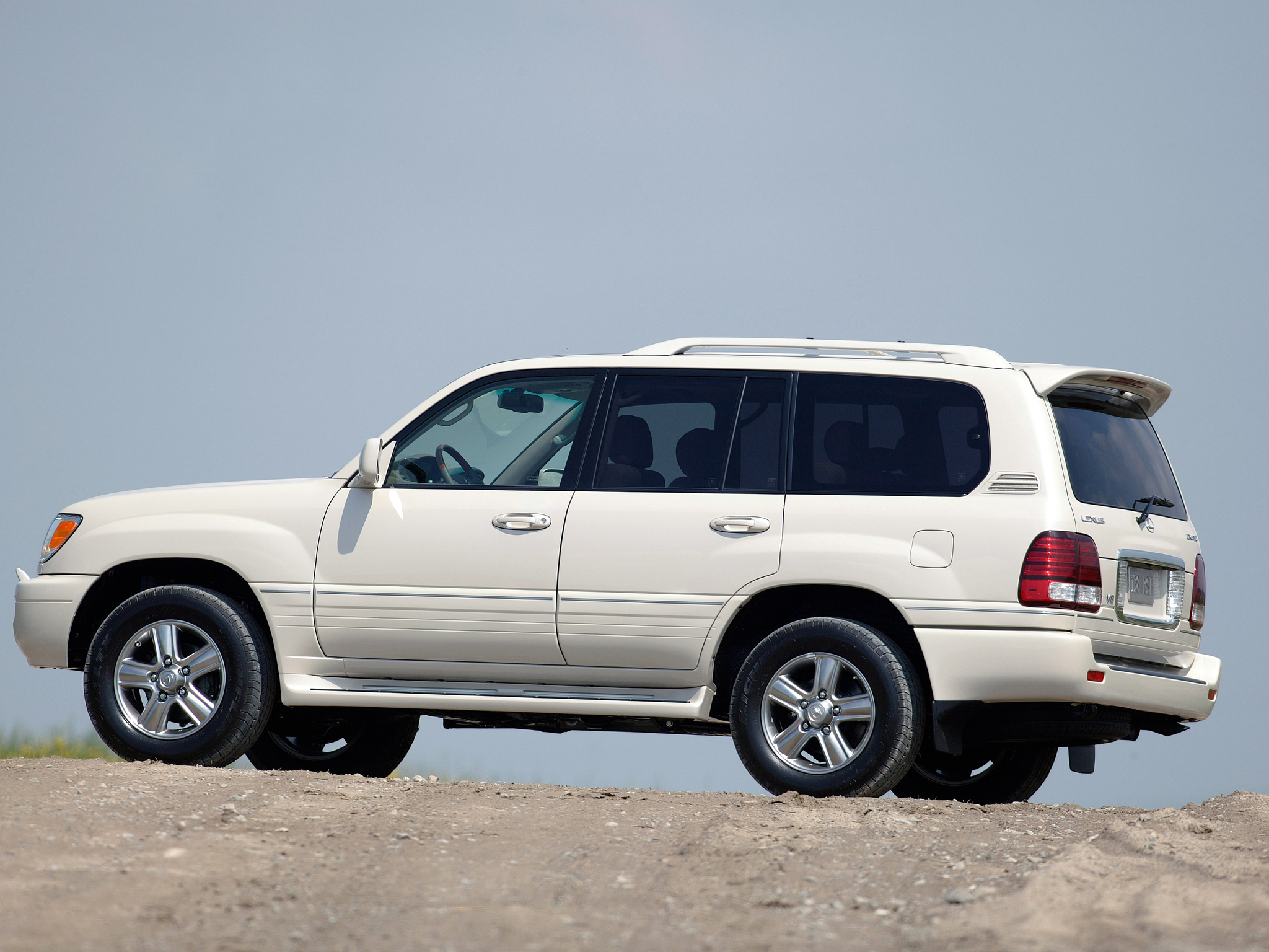 Lexus LX 2005 photo - 4