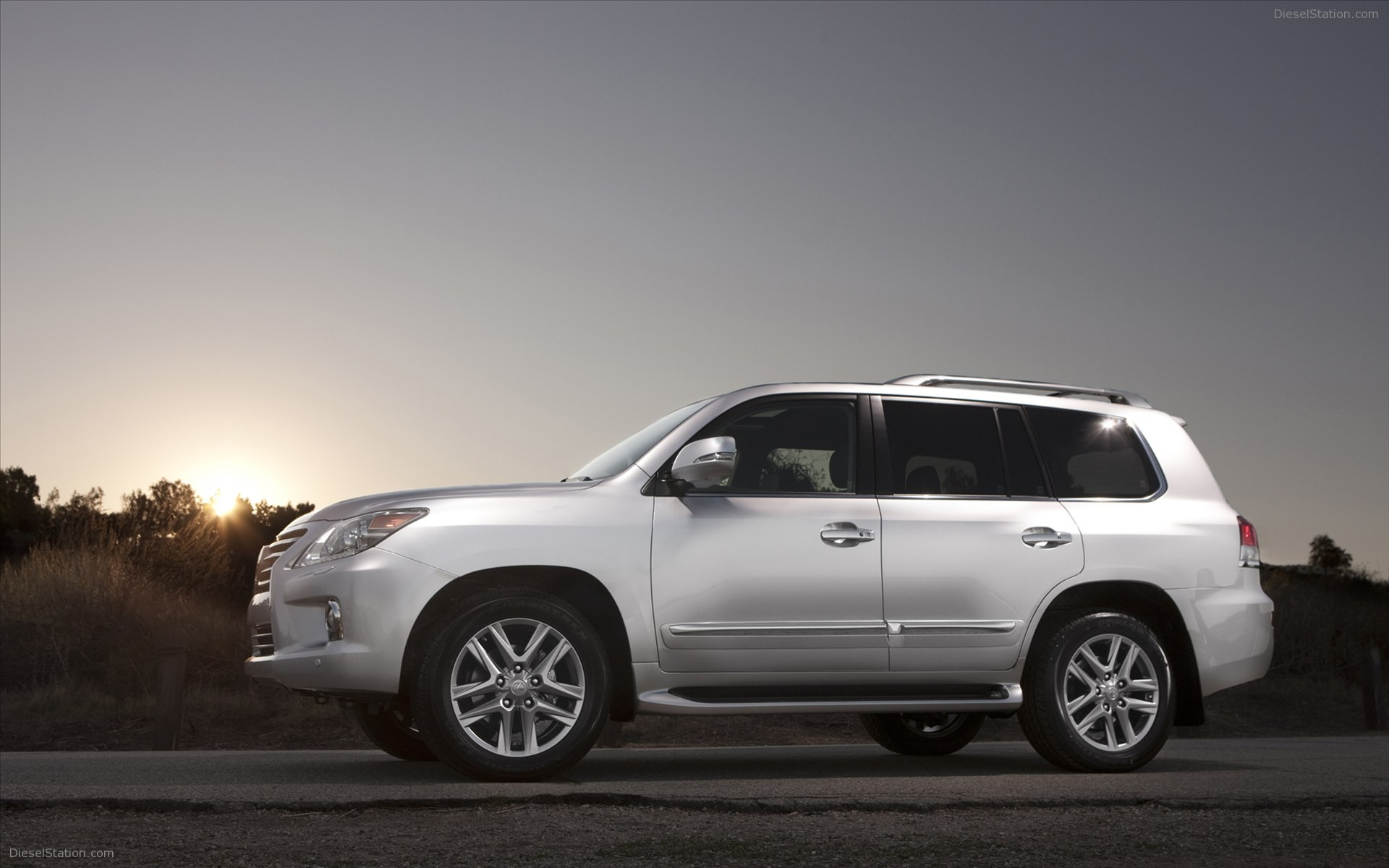 Lexus lx 570 2013 photo - 4