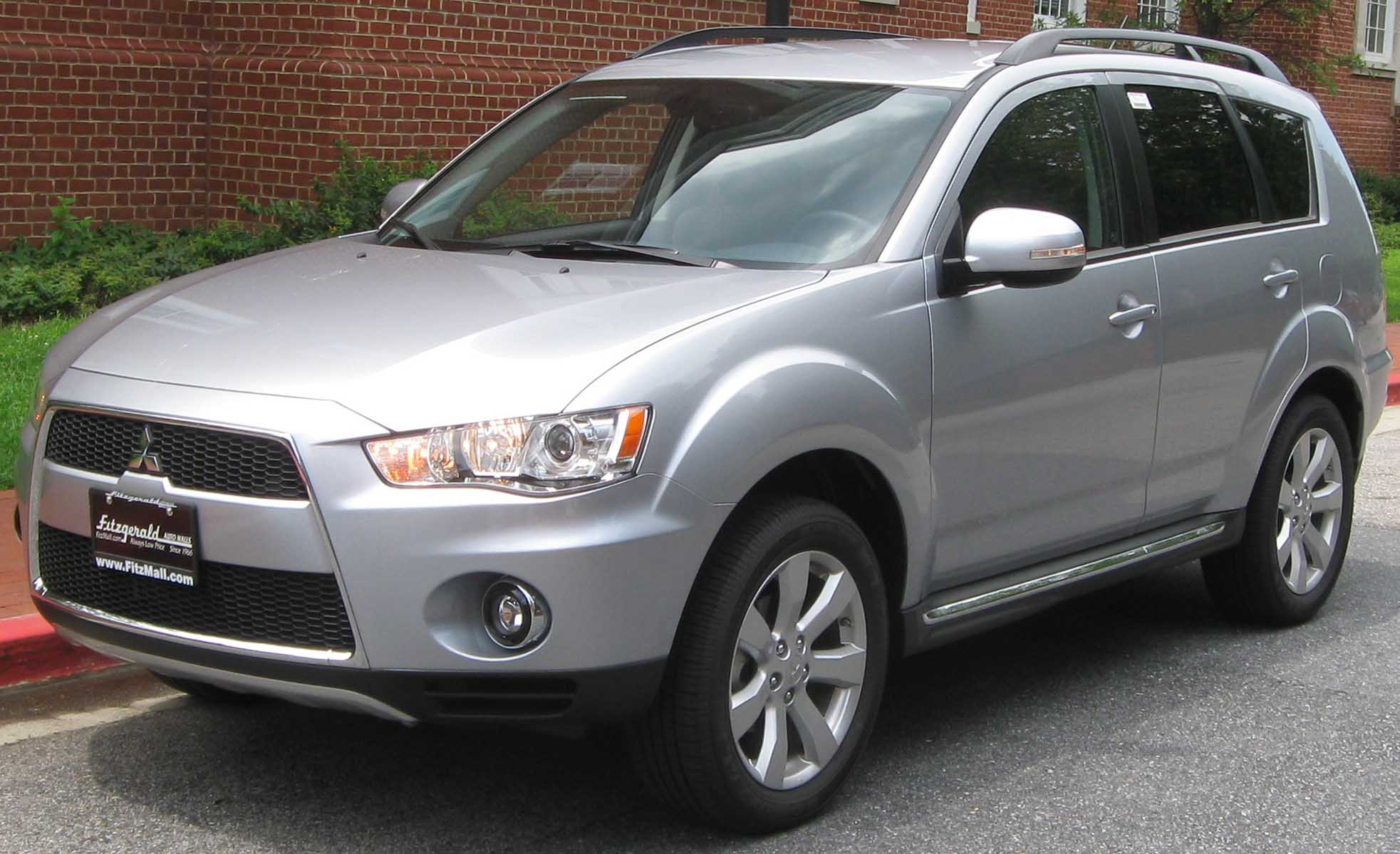 Mitsubishi Outlander 2010 photo - 2