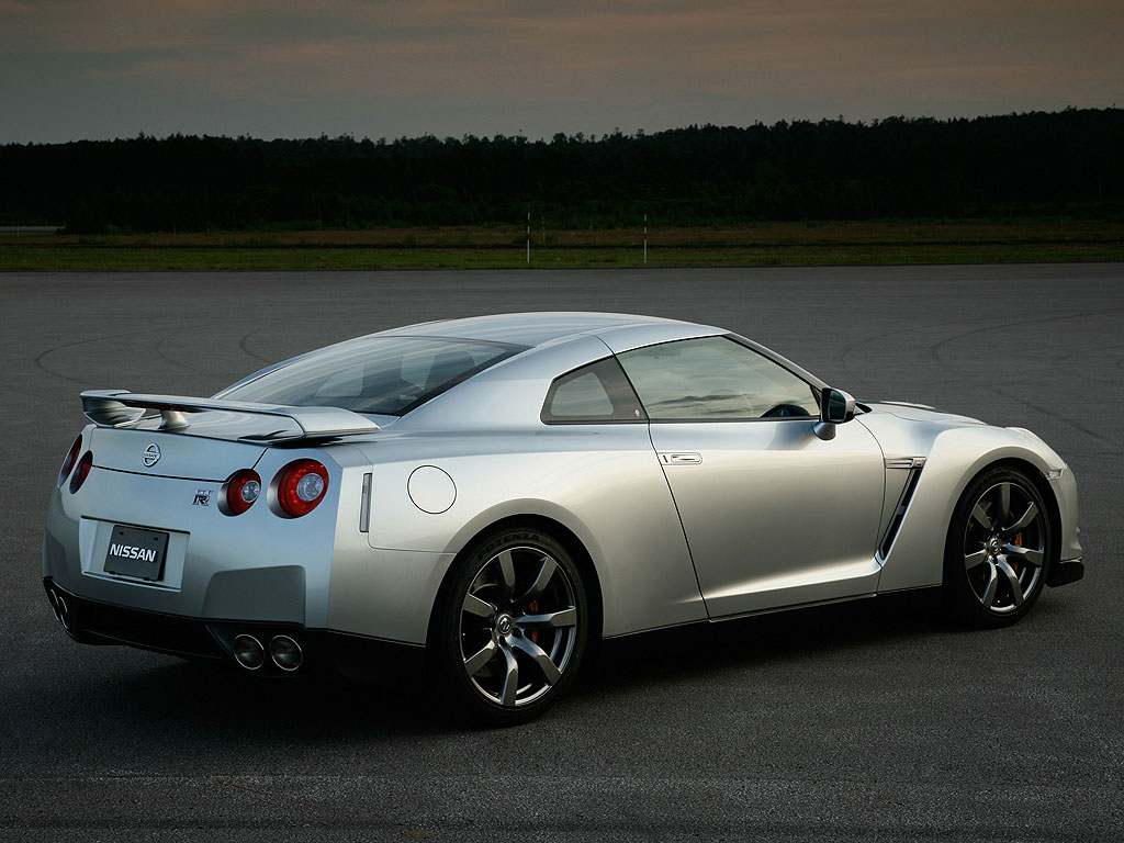 Nissan GT 2015 photo - 2