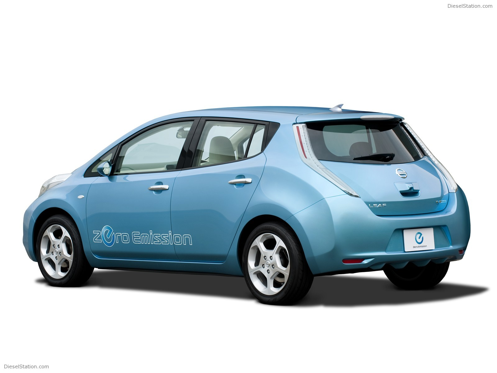 Nissan Leaf 2010 photo - 2