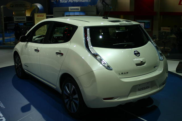 Nissan Leaf 2013 photo - 2