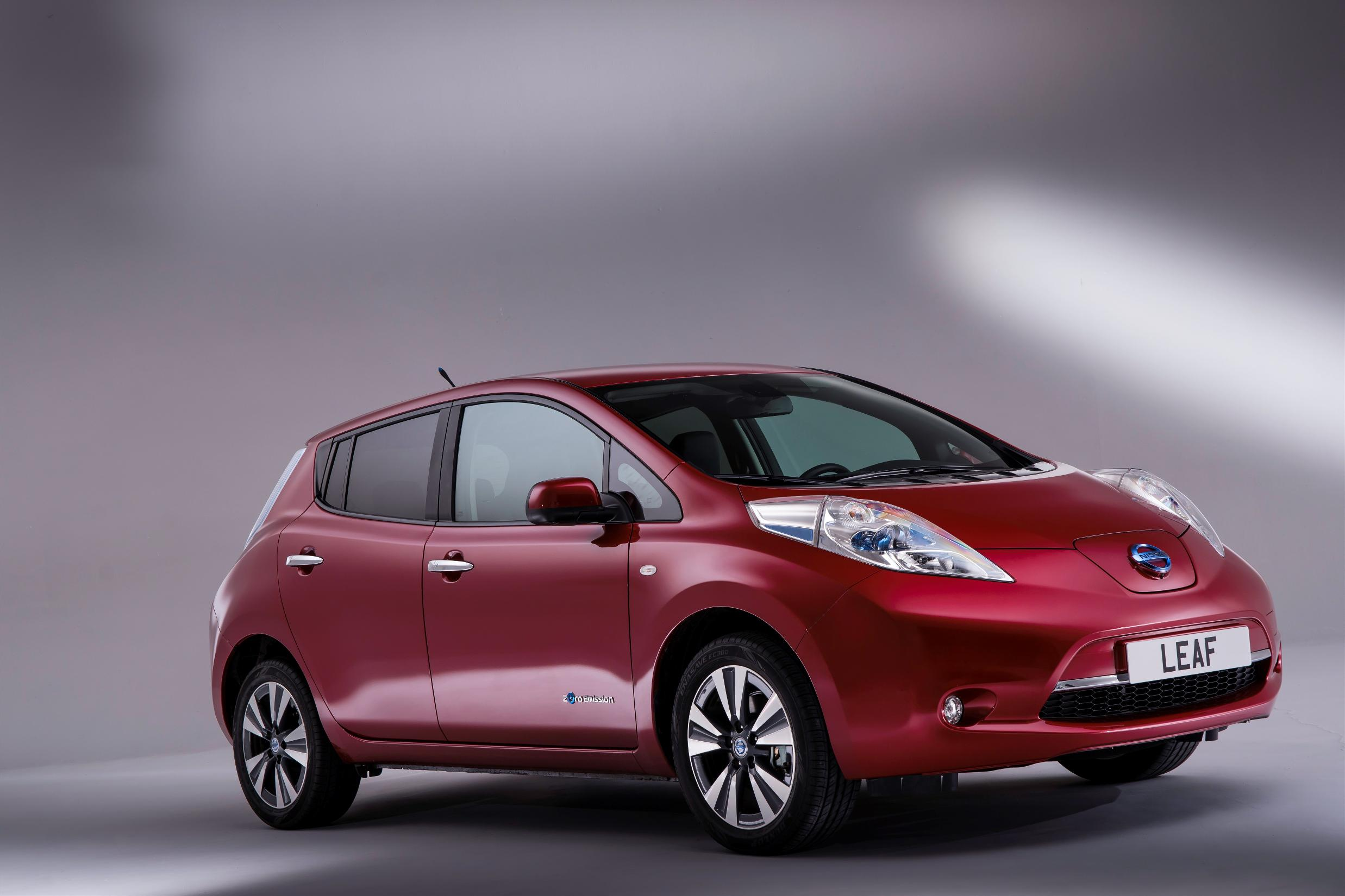 Nissan Leaf 2015 photo - 2