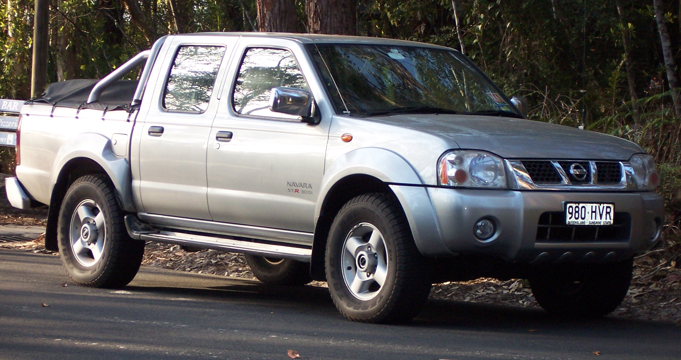 Nissan Navara 1998 photo - 2