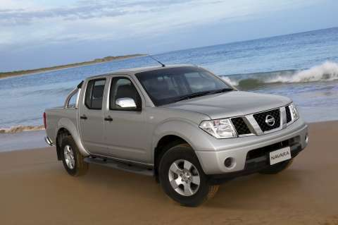 Nissan Navara 2011 photo - 3