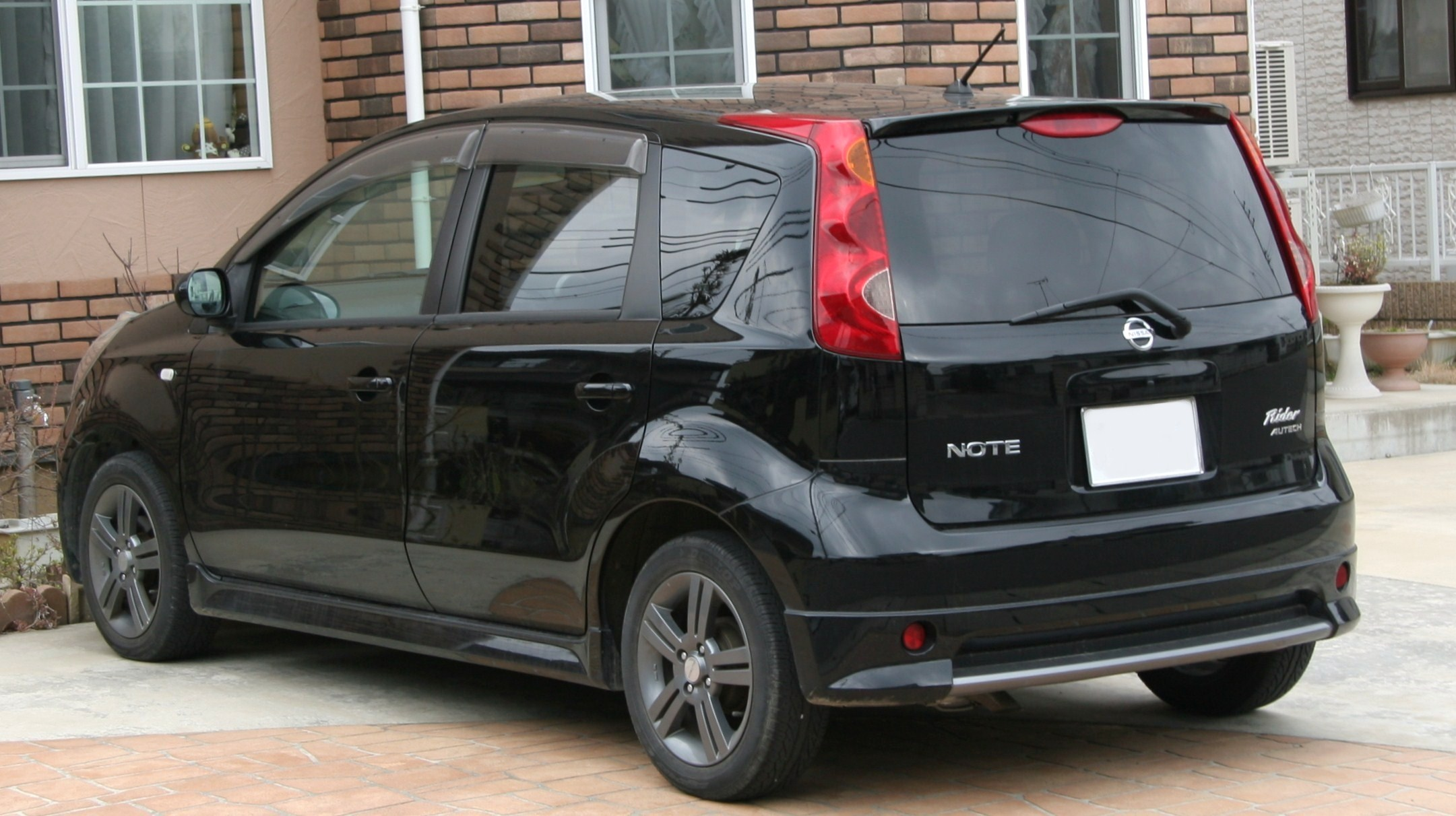 Nissan Note 2008 photo - 1