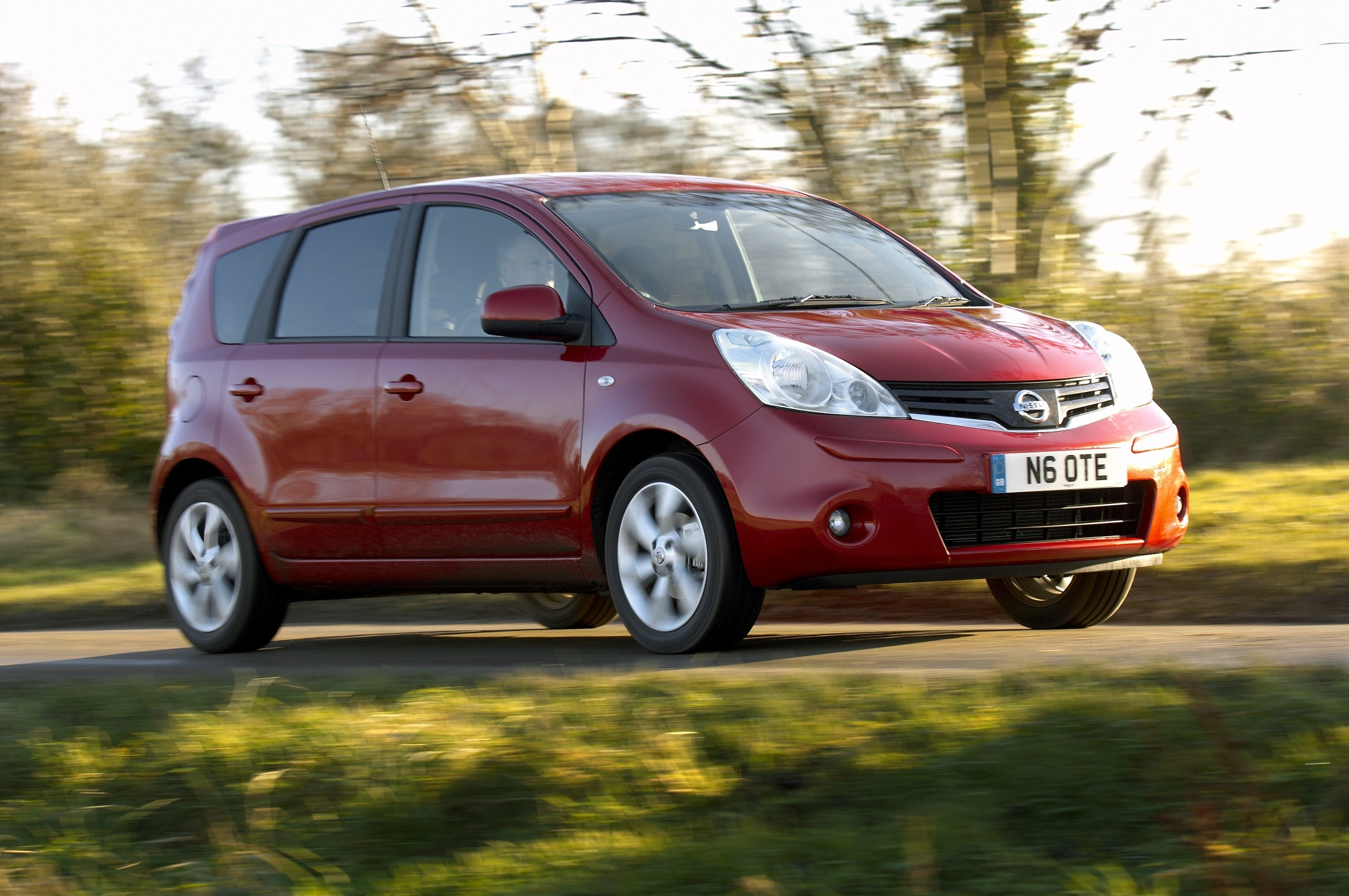 Nissan Note 2009 photo - 1
