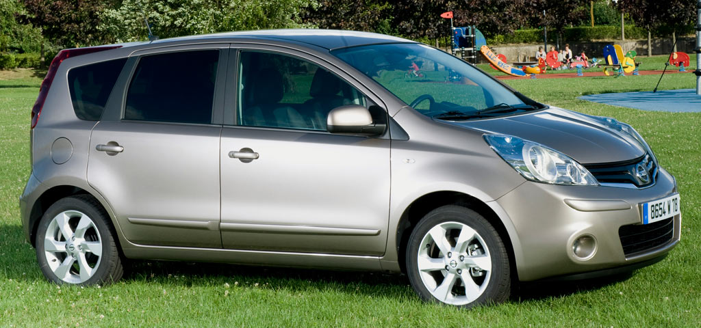 Nissan Note 2010 photo - 3