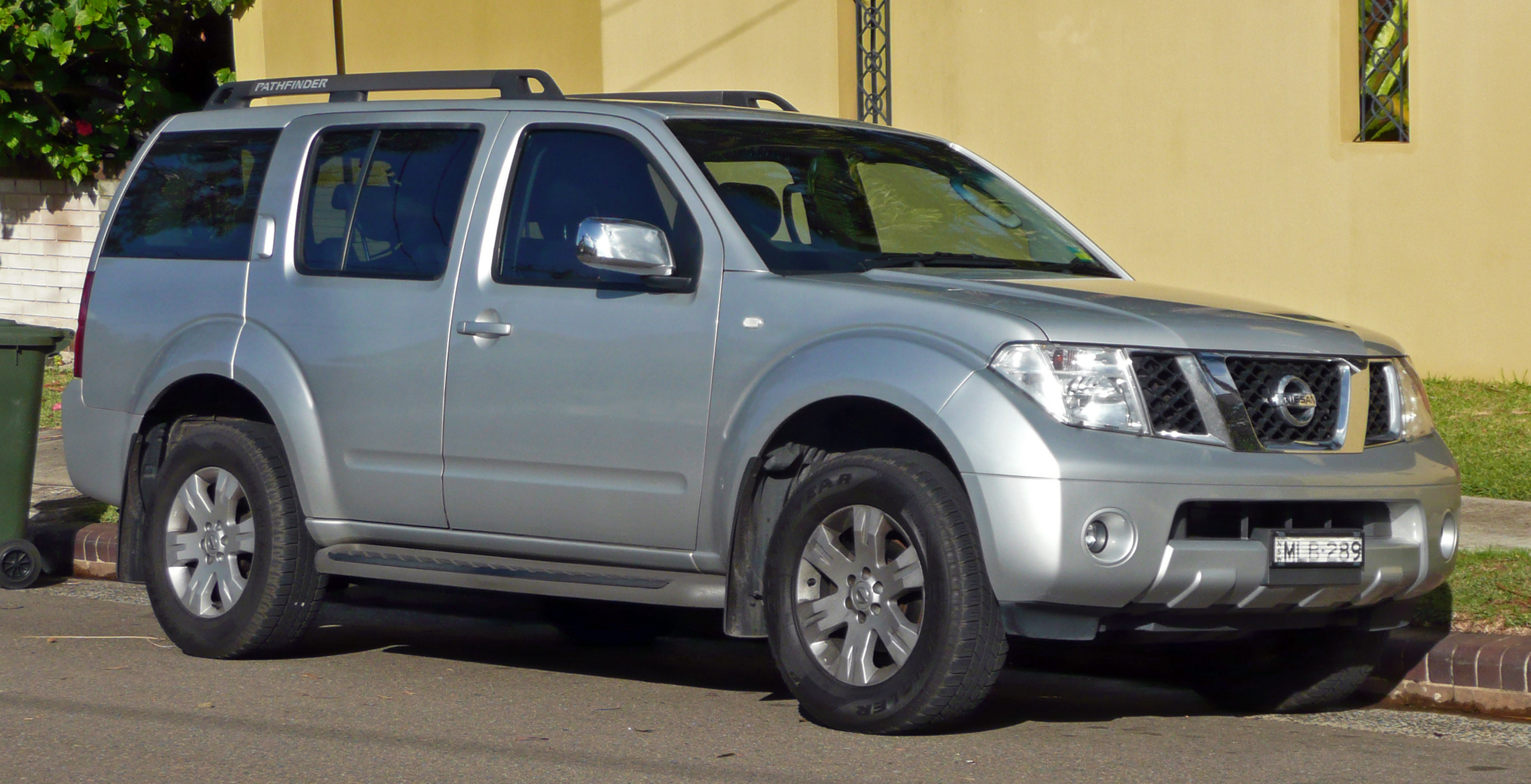 Nissan Pathfinder 2005 photo - 2