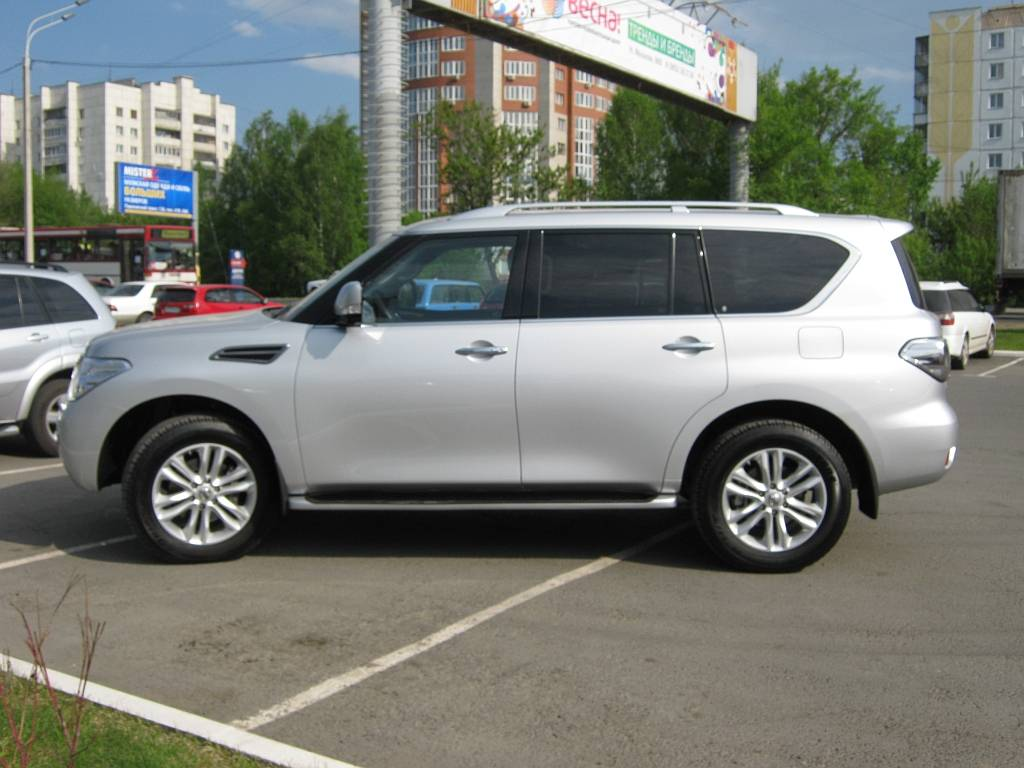 Nissan Patrol 2010 photo - 2