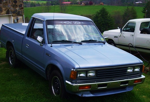 Nissan pickup 1985 photo - 2