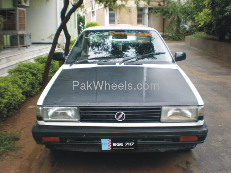 Nissan Sunny 1988 photo - 2