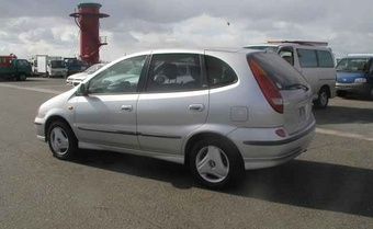 Nissan Tino 1999 photo - 2