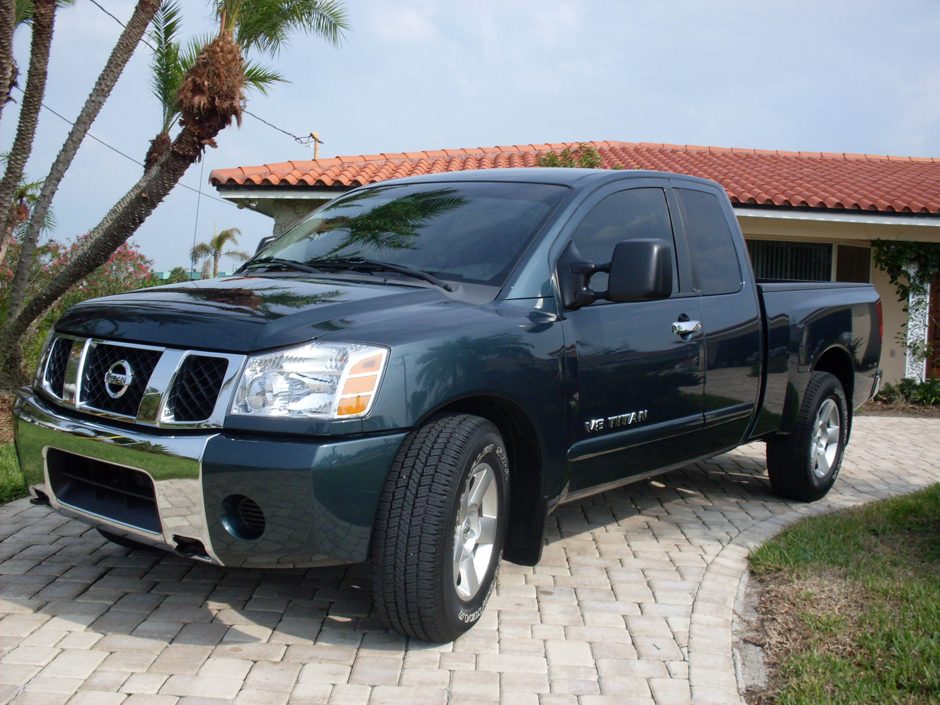 Nissan Titan 2000 photo - 1