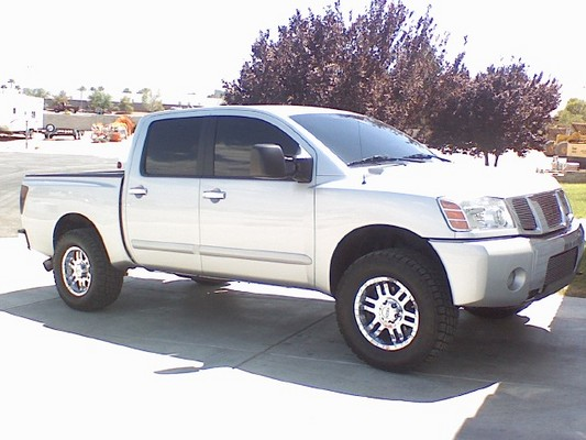 Nissan Titan 2000 photo - 2