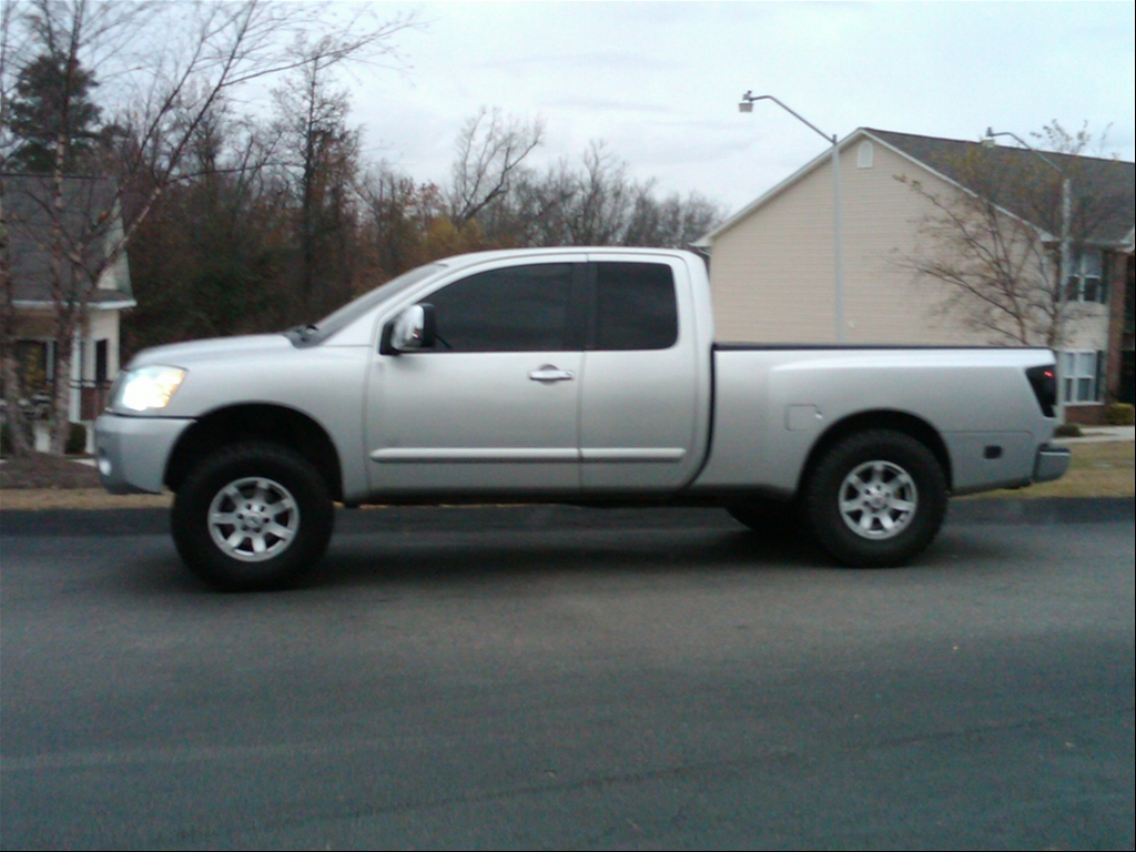 Nissan Titan 2004 photo - 2