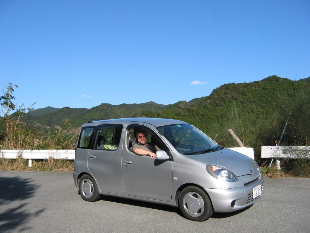 Toyota Funcargo 2004 photo - 1