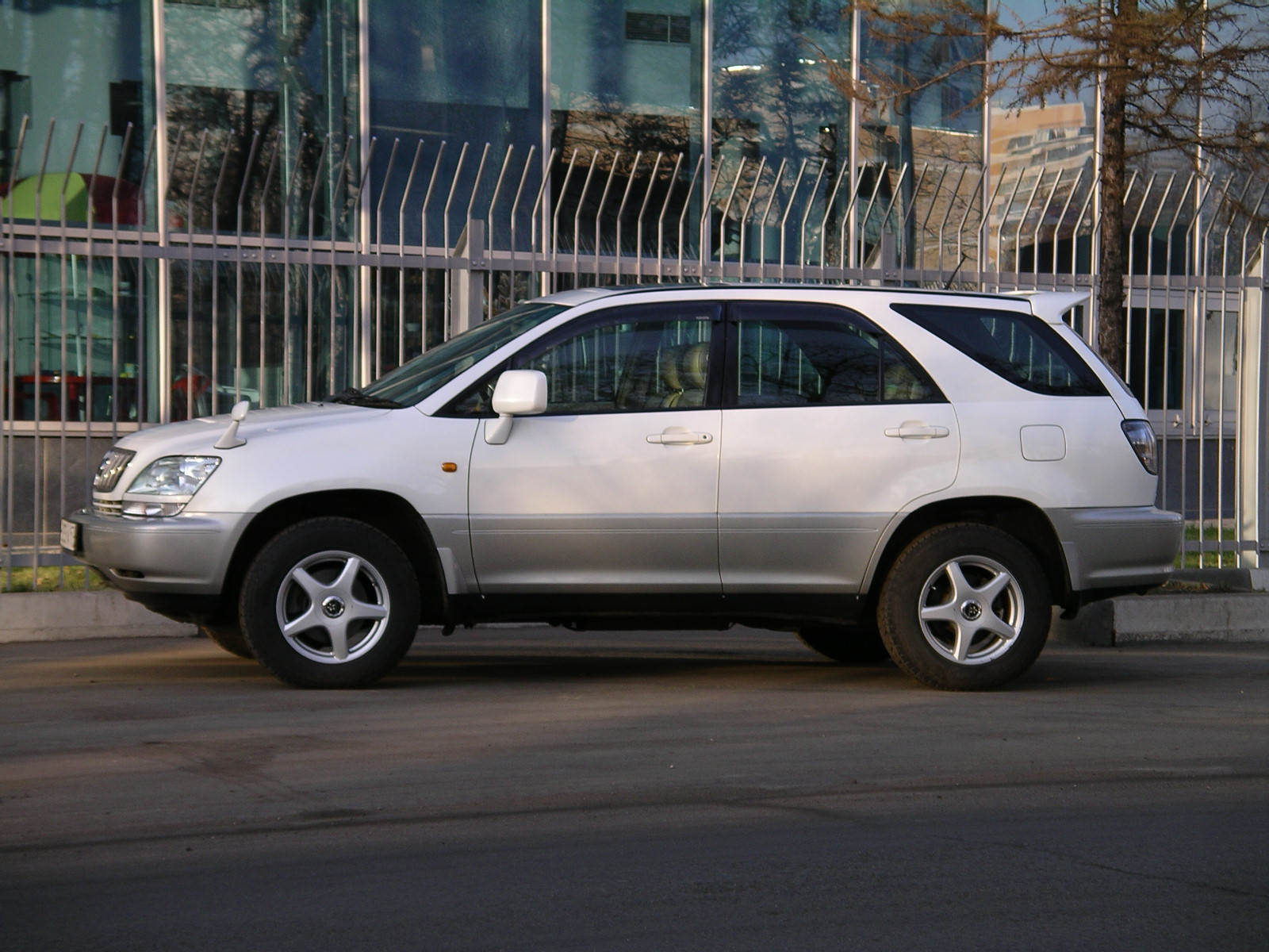Toyota Harrier 2001 photo - 3
