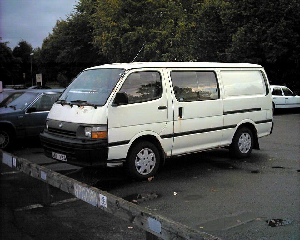 Toyota Hiace 1995 photo - 3